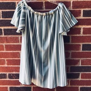 Peppermint- Off Shoulder Gray & White Flow Dress